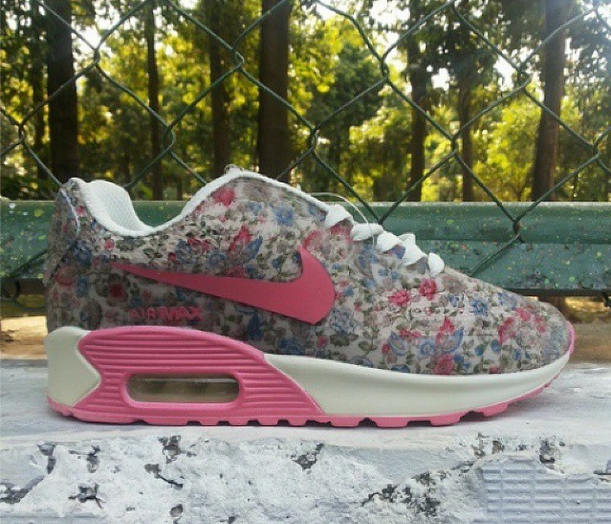 NIKE-AIRMAX-FLORAL-Blue-Red